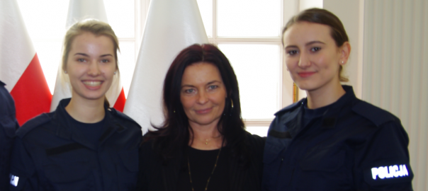 Absolwentki klasy policyjnej odebrały legitymacje służbowe!