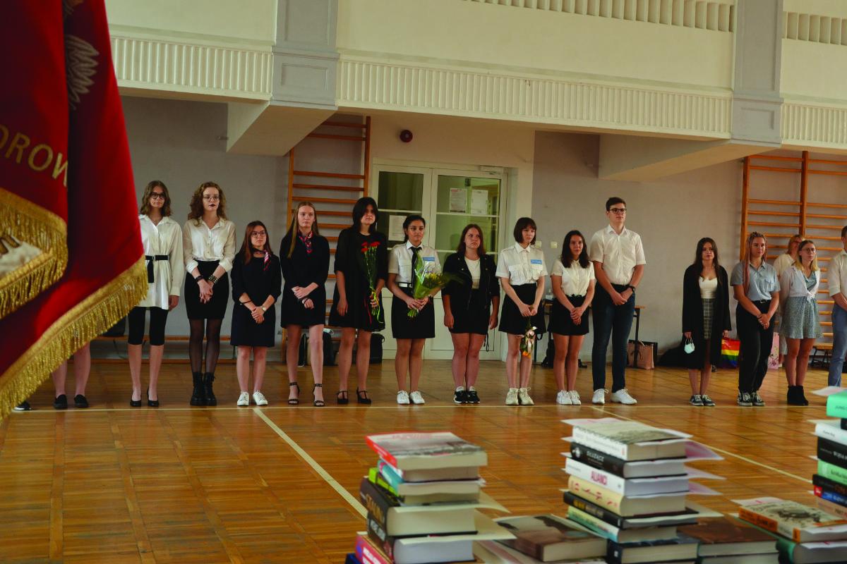 Nagrodzeni uczniowie na zakończeniu roku szkolnego